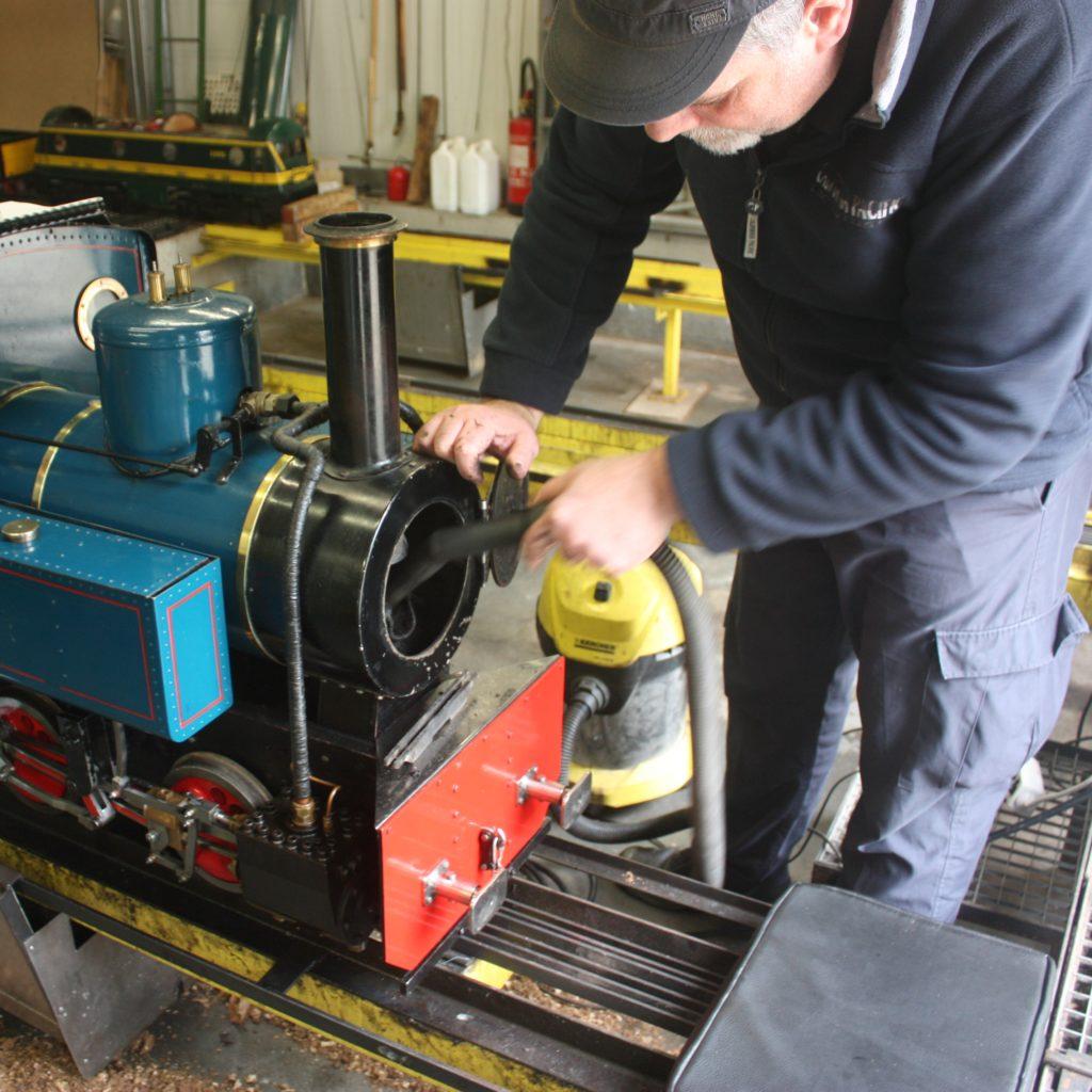 Entretien d'une locomotive à vapeur